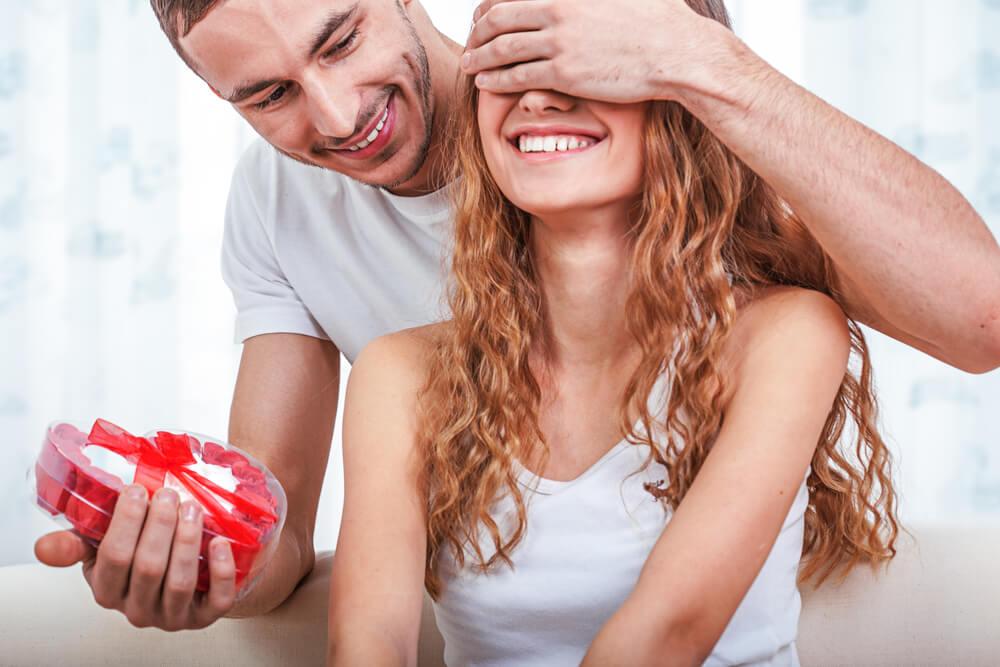 8 sinais que mostram que ele quer namorar com você!